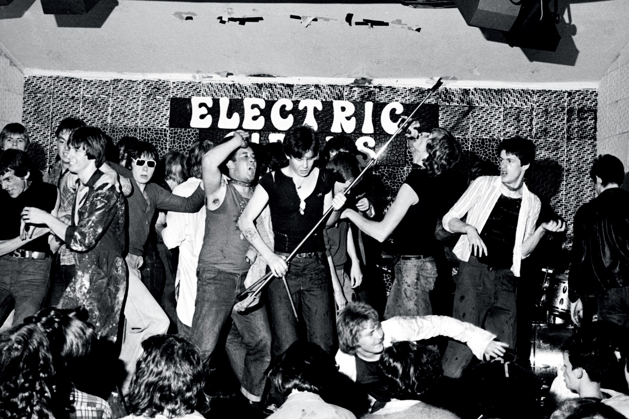 Booze, Blood and Noise: The Violent Roots of Manchester ...
